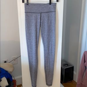 GREY LULULEMON LEGGIGS